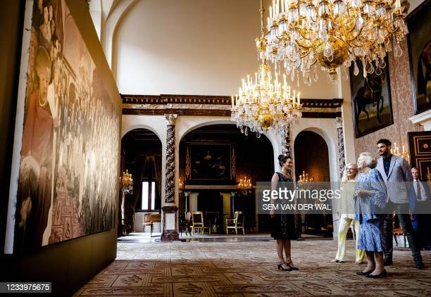 Princess Beatrix prepares to visit the jubilee exhibition in the Royal Palace during the presentation of the Royal Prize for Free Painting 2021 in...