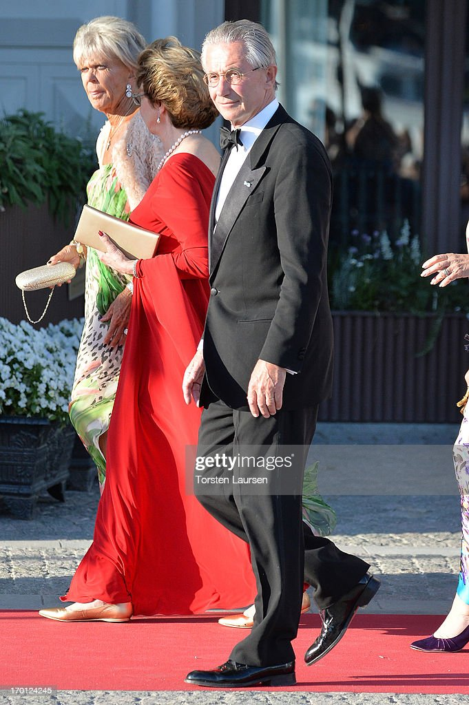 King Carl XVI Gustaf & Queen Silvia Of Sweden Host A Private Dinner Ahead Of The Wedding Of Princess Madeleine & Christopher O'Neill - Outside Arrivals : ニュース写真