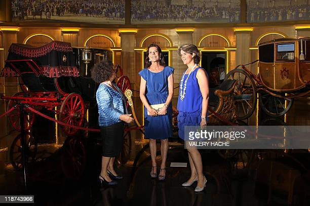 Princess Caroline of Hanover flanked by curator Catherine Arminjon and deputy curator Patricia Bouchenot poses during her visit of the exhibition...