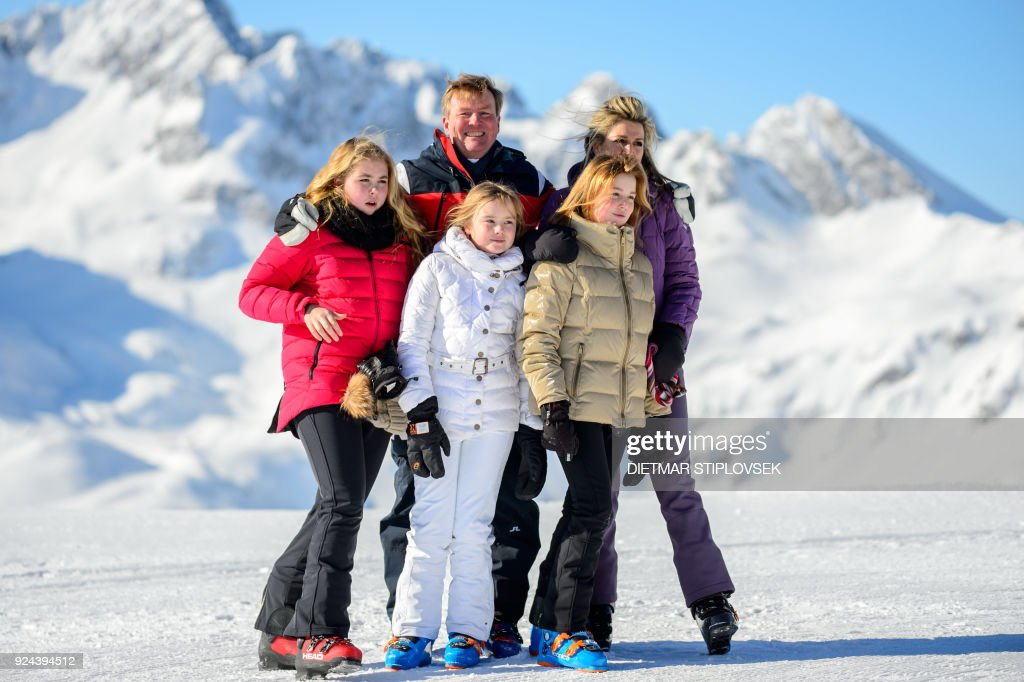 Princess Catharina-Amalia of the Netherlands, King Willem-Alexander of the Netherlands, Princess Ariane of the Netherlands, Princess Alexia of the Netherlands and Queen Maxima of the Netherlands pose at a photocall during their ski holidays, in Lech am Arlberg, Austria, on February 26, 2018. / AFP PHOTO / APA / DIETMAR STIPLOVSEK / Austria OUT