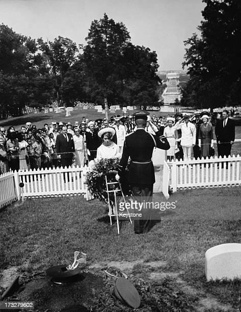 Princess Christina Of Sweden lays a wreath at the tomb of the Unknown Soldier during her visit to Washington DC USA 9th June 1965