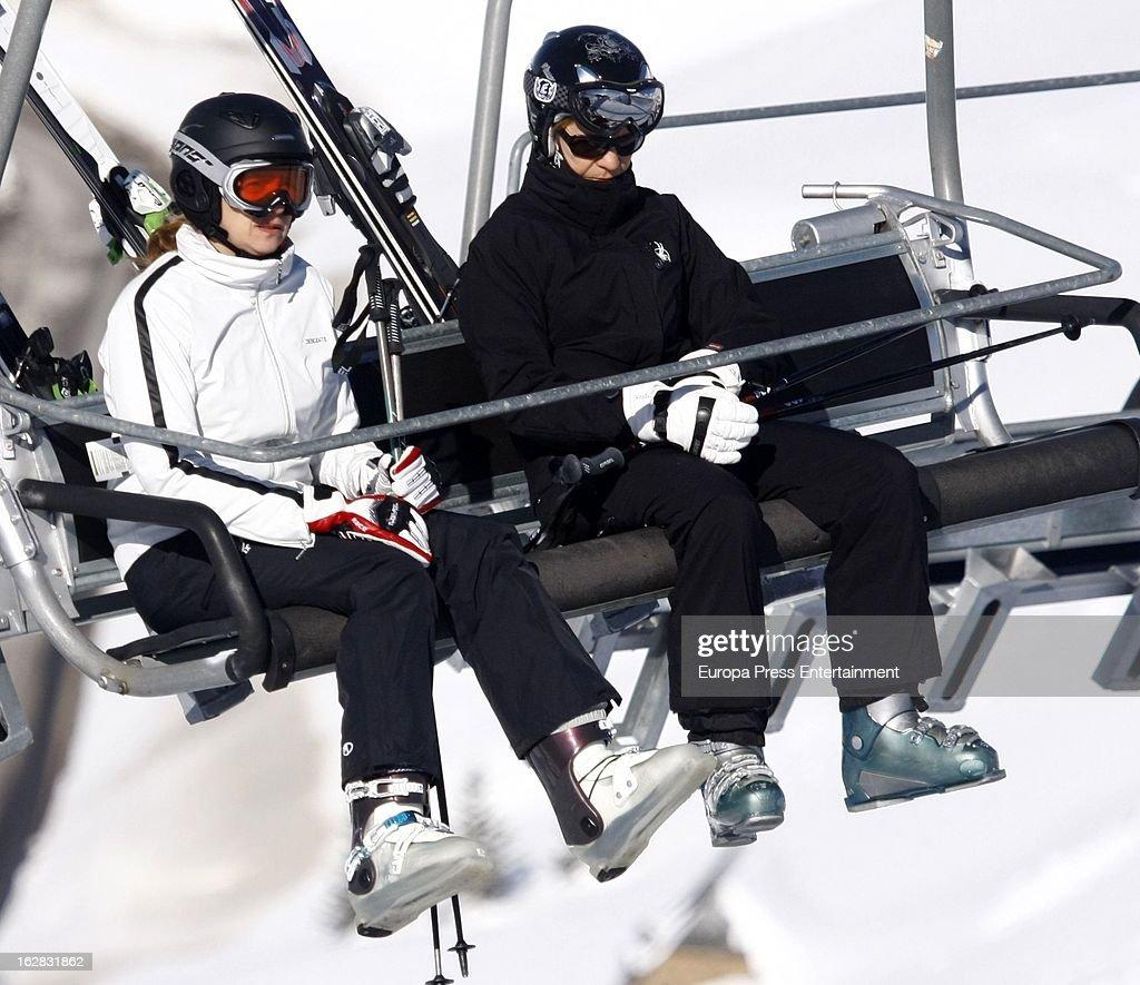Princesses Cristina and Elena of Spain Sighting In Baqueira - February 16, 2013 : News Photo