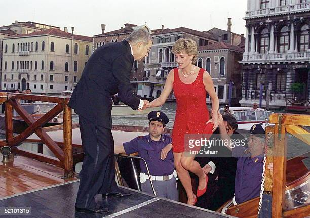 Princess Diana Travelled Along The Grand Canal In Venice And Arrived For A Dinner At The Palazzo Grassi Her Dress Designed By Jacques Azagury