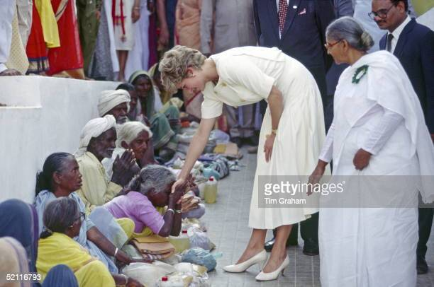 Princess Diana At The Mianpur Old Age Welfare Centre, India.