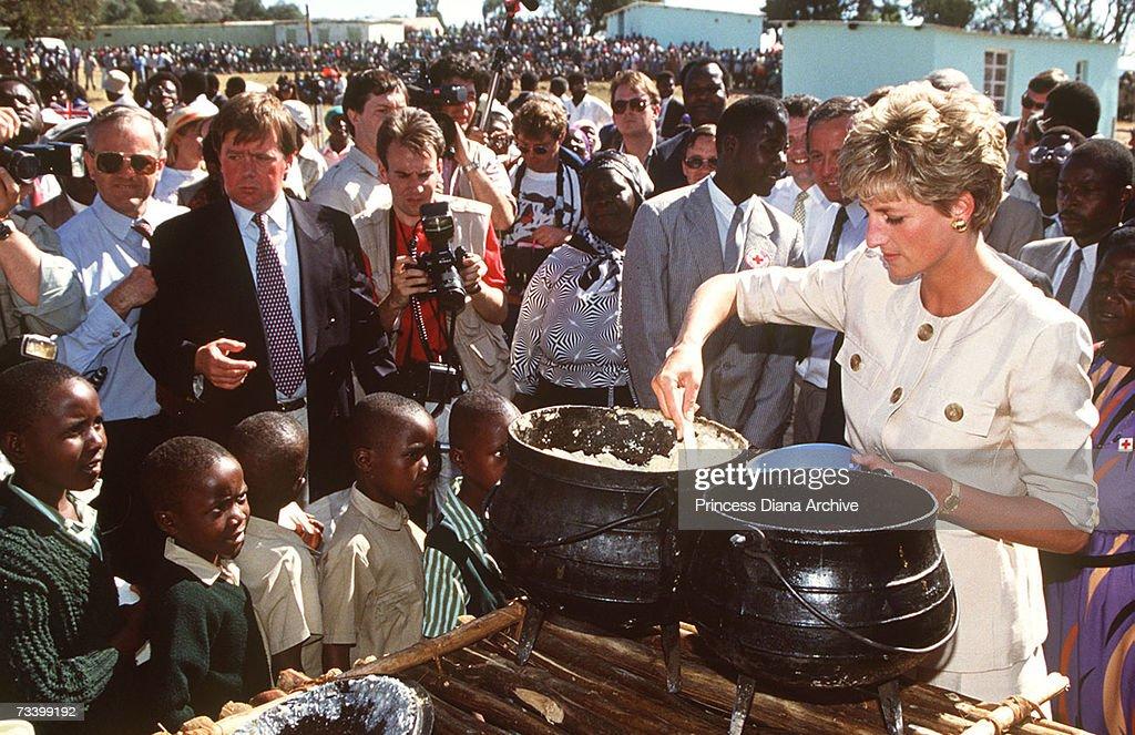 Diana Serves Refugees : Nachrichtenfoto