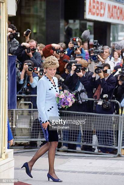 Princess Diana At The Official Opening Of The Egyptian House In London Photographed By The Press Corps