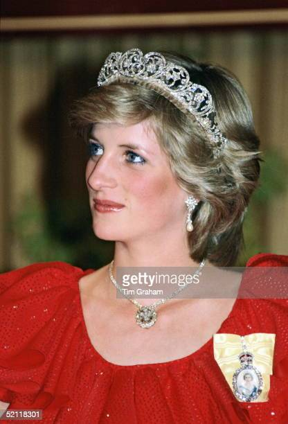 Princess Diana Attending A Reception At The Wrest Point Hotel In Hobart Tasmania During An Official Tour Of Australia She Is Wearing The Spencer...
