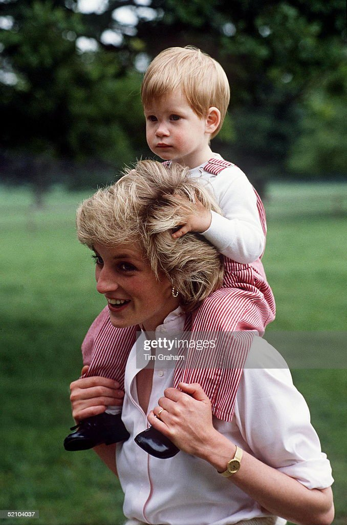 Princess Diana Carries Prince Henry (harry) On Her Shoulders At Highgrove.