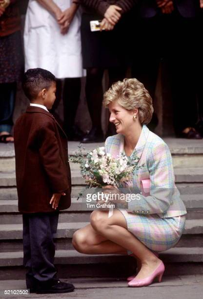 Princess Diana Crouching Down To Speak To A Little Boy Outside Great Ormond Street Hospital In London The Princess Is Wearing A Pink And Turquoise...