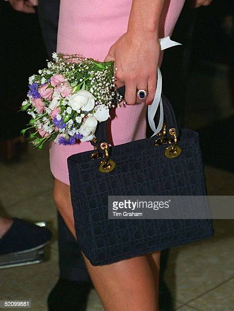 Princess Diana Holding A Bouquet Of Flowers And Her Christian Dior Handbag During Her Official Visit To Argentina.
