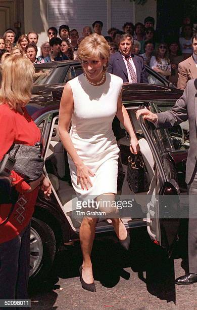 Princess Diana In Argentina Visiting The Association For The Struggle Againg Infant Paralysis In Buenos Aires