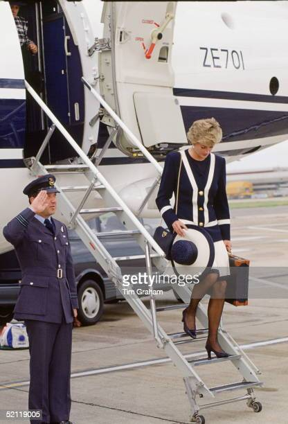 Princess Diana Leaving The Royal Flight Airplane At Heathrow Airport Vip Area From Liverpool