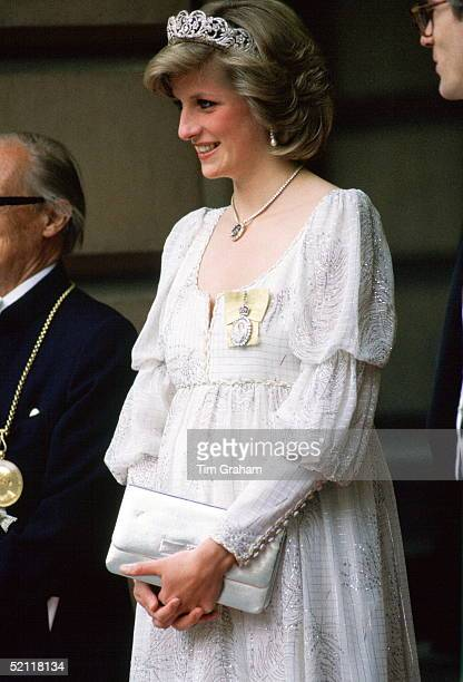 Princess Diana Pregnant With Her Second Baby Wearing A Maternity Dress With The Spencer Family Tiara Royal Family Orders And A Diamond Necklace In...