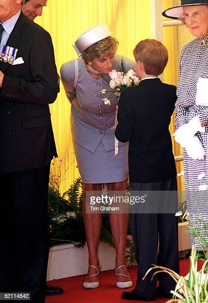 Princess Diana Prince Harry In Hyde Park At Ve Celebrations