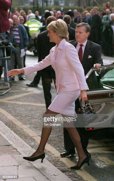 Princess Diana Princess Of Wales Alighting Her Car At The National Hospital For Neurology And Neurosurgery In London The Princess Is Wearing A Pale...