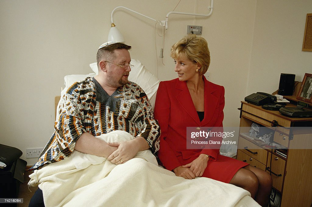 Diana With Patient : News Photo