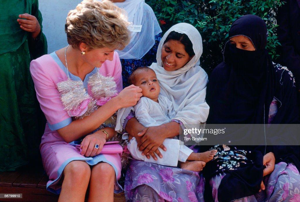 Diana At Welfare Centre : Nyhetsfoto