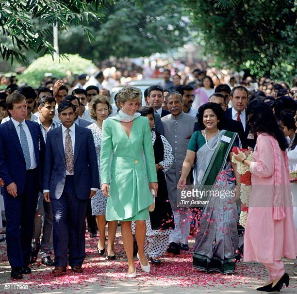 Princess Diana Visiting Kinnaird College For Women In Lahore, Pakistan.at Far Left Is Her Police Bodyguard Ken Wharfe