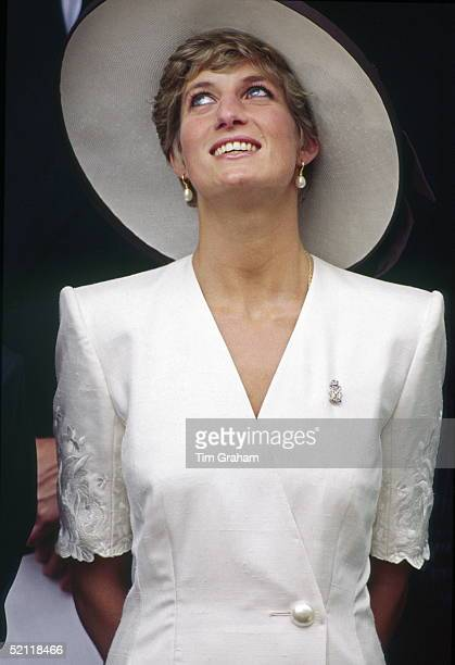 Princess Diana Wearing Her Diamond Regimental Brooch At Mansion House To Watch The Gulf Forces Parade