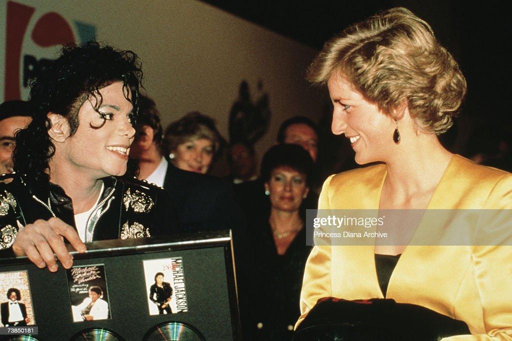 Diana With Michael Jackson : Photo d'actualité