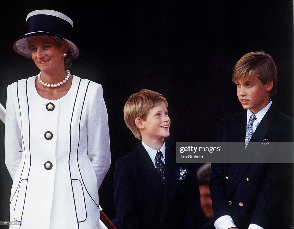 Diana, William And Harry T Vj Day : News Photo