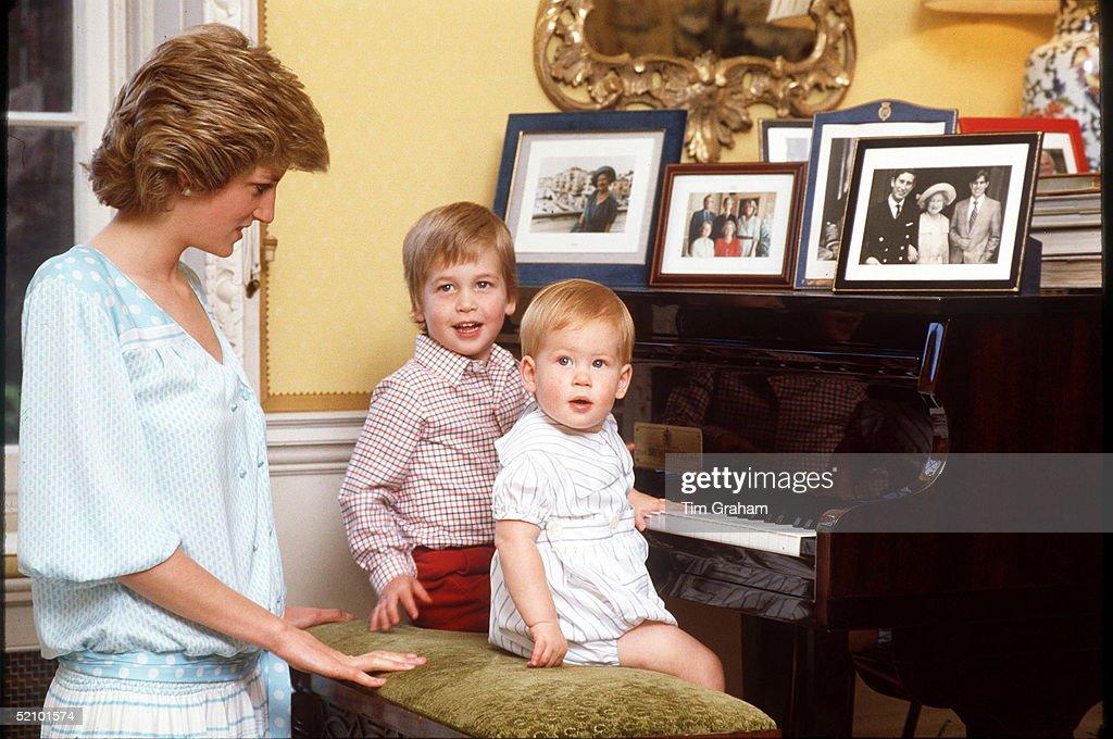 Diana William Harry Piano : News Photo