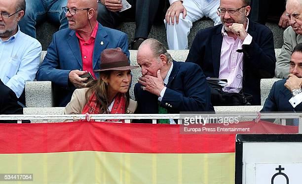 Princess Elena and King Juan Carlos attend bullfighting during San Isidro Fair at Las Ventas Bullring on May 25 2016 in Madrid Spain