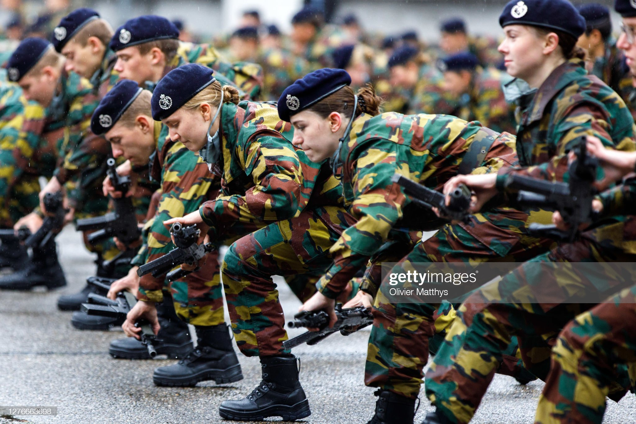 princess-elisabeth-of-belgium-and-her-platoon-salute-and-present-arms-picture-id1276663698