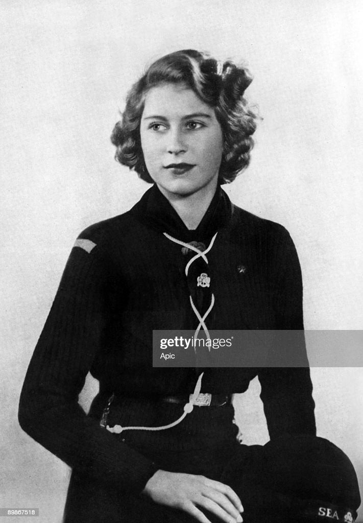 Princess Elizabeth of England (future queen Elizabeth II) young wearing girl scout uniform (she's member of the Buckingham Palace Company of Girl Guides) in 1943 : News Photo