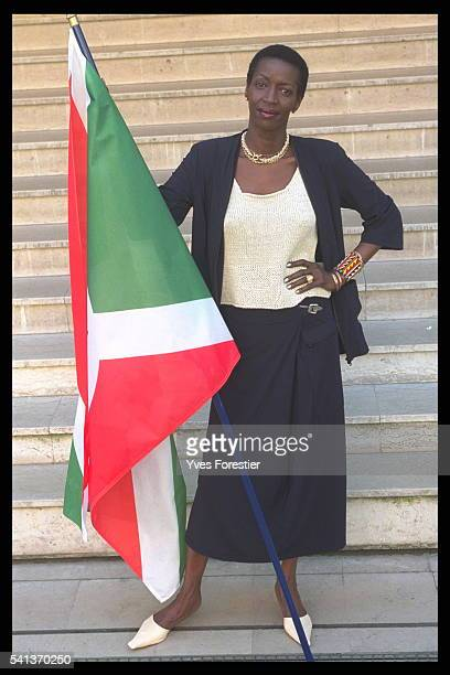 Princess Esther Kamatari with a Burundian flag She takes a close interest in the work of the 'Association des Burundais en France'