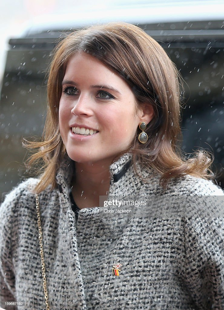 Princess Beatrice And Princess Eugenie Of York Visit Hanover During The GREAT Britain MINI Tour : News Photo