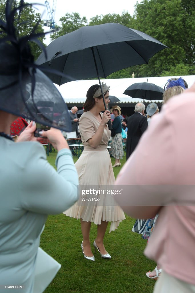 The Queen Hosts Garden Party At Buckingham Palace : News Photo