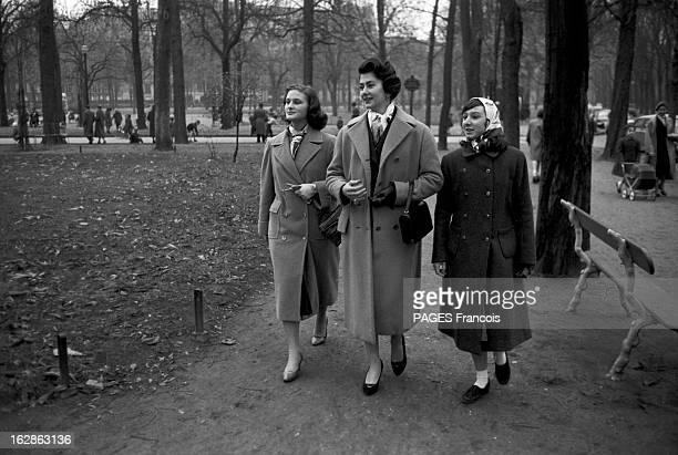 Princess Fazile A 'Jeune Parisienne' To Become Queen Of Iraq Paris novembre 1957 La princesse FAZILE sa mère la princesse HANZADE et une jeune femme...