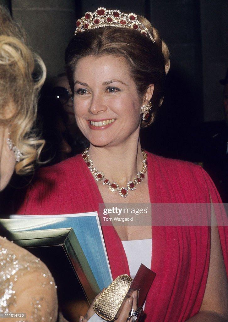 Princess Grace at Versailles Palace Ball - November 28, 1973 : News Photo