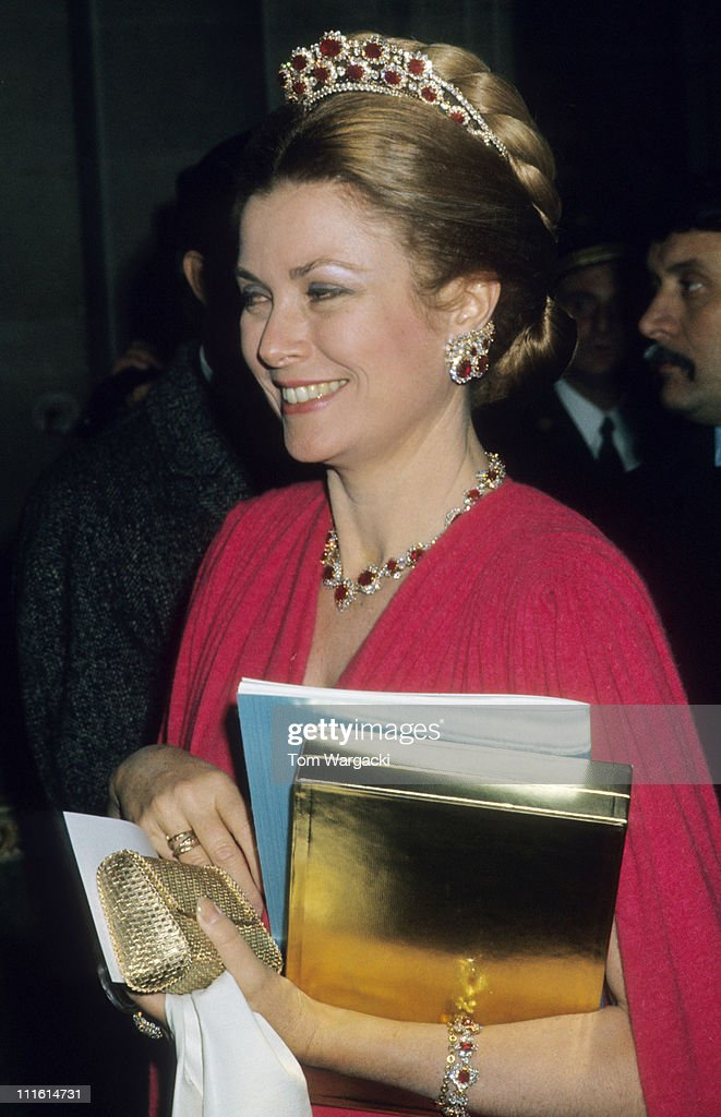 Princess Grace at Versailles Palace Ball - November 28, 1973 : News Photo