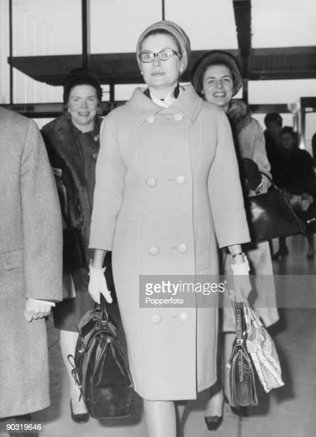 Princess Grace of Monaco carrying her luggage in a Hermes handbag circa 1960