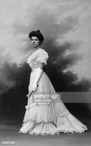 Princess Helen of Serbia, *04.11.1884-+, full-length portrait, date unknown, probably 1909