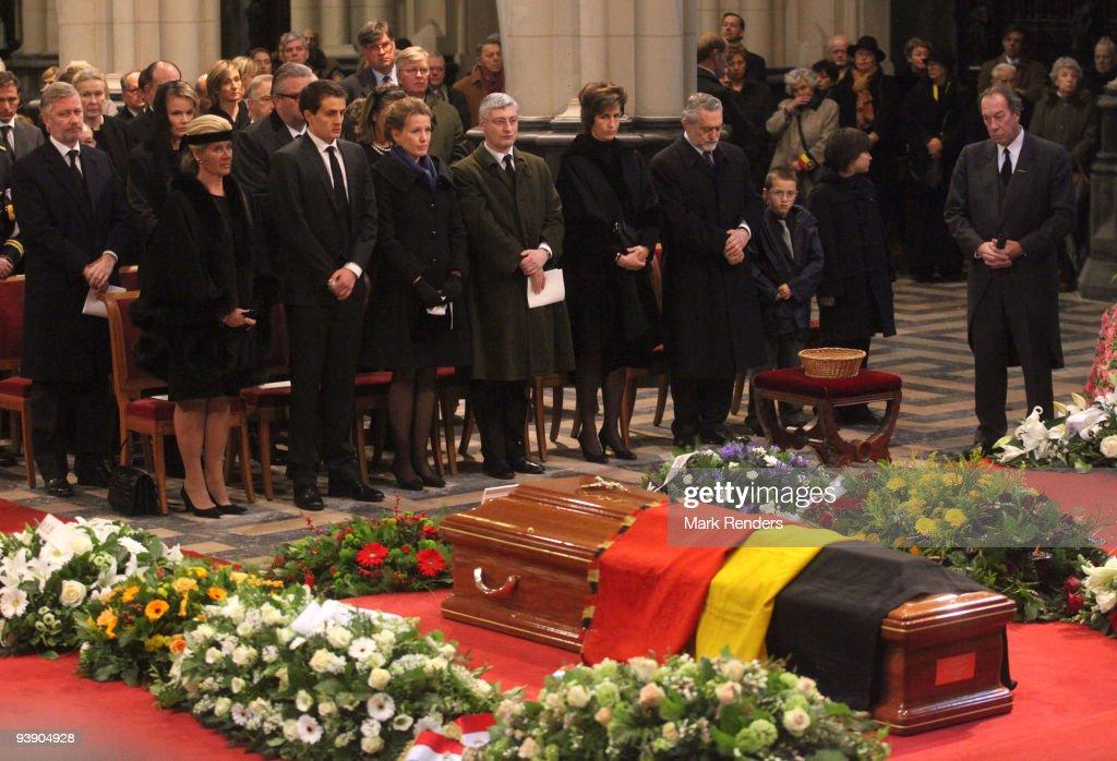 Princess Leah of Belgium, Renaud Bichara, Laetitia Bichara, Didier Magnant and Princess Maria Esmeralda of Belgium and Salvatore Moncada attend the funeral of Prince Alexandre of Belgium at Eglise Notre-Dame de Laeken on December 4, 2009 in Laeken, Belgium.