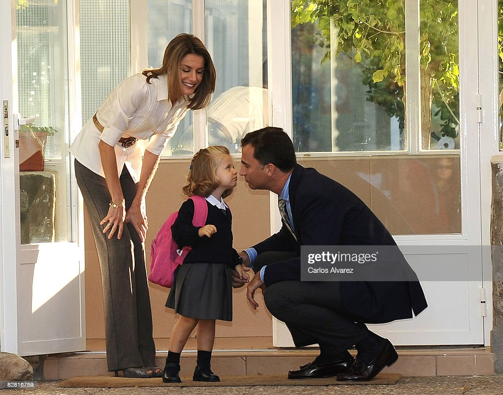 Leonor of Spain Attends First Day of School : News Photo