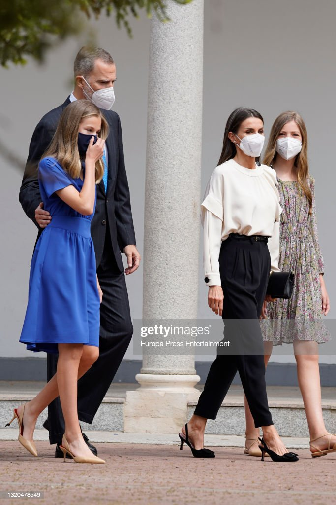 Princess Leonor Receives Her Confirmation Surrounded By The King And Queen And Infanta Sofia : News Photo