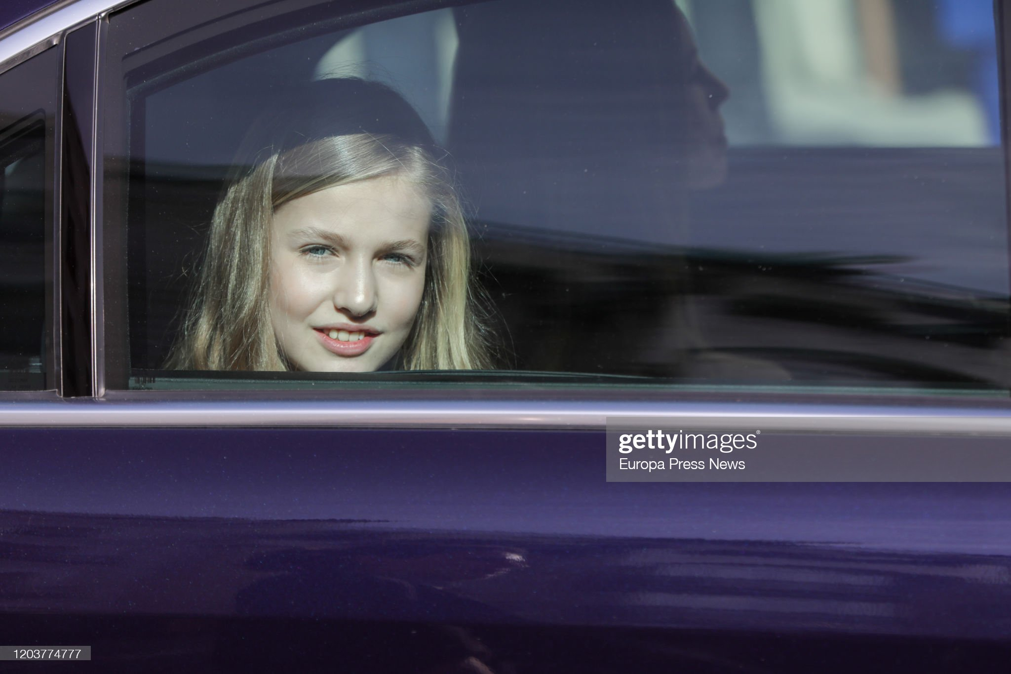 https://media.gettyimages.com/photos/princess-leonor-in-a-car-after-the-solemn-opening-of-the-14th-at-the-picture-id1203774777?s=2048x2048