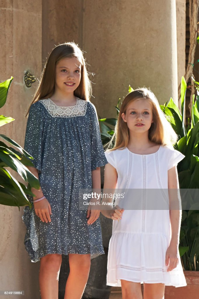 Princess Leonor of Spain (R) and Princess Sofia of Spain (L) pose for the photographers during the summer photocall at the Marivent Palace on July 31, 2017 in Palma de Mallorca, Spain.