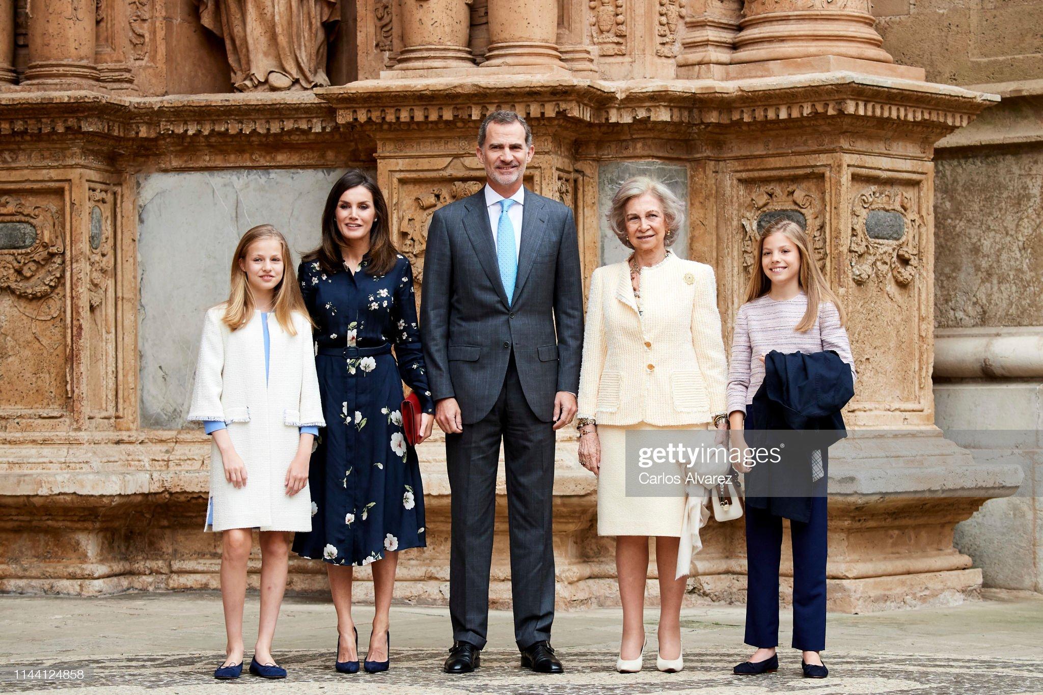 ¿Cuánto mide la Reina Letizia Ortiz? - Altura - Real height Princess-leonor-of-spain-queen-letizia-of-spain-king-felipe-vi-of-picture-id1144124858?s=2048x2048