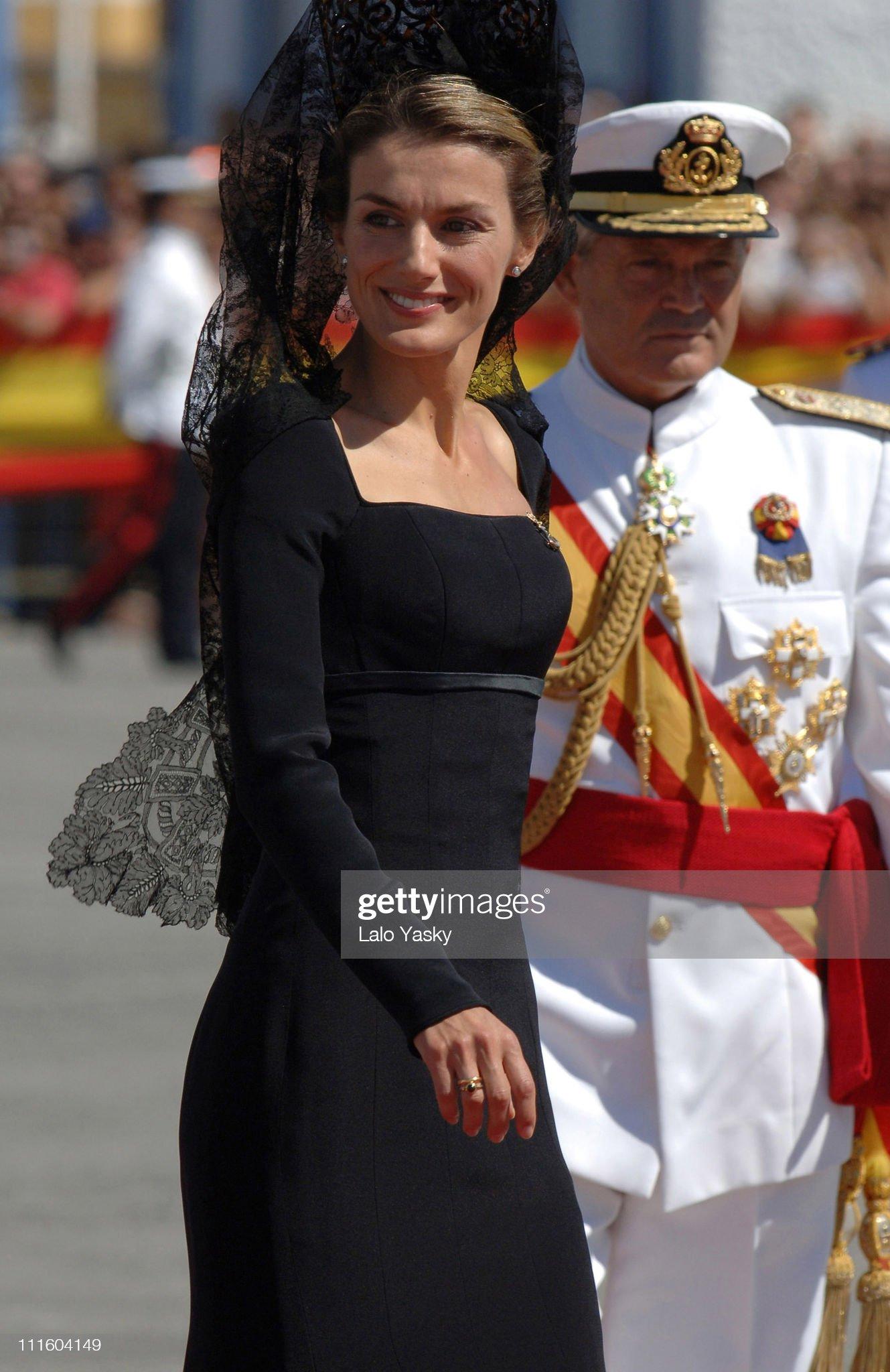 "Crown Prince Felipe and Princess Letizia preside over the Combat Flag Ceremony of the Spanish Navy ""Alvaro de Bazan"" Frigate : News Photo"