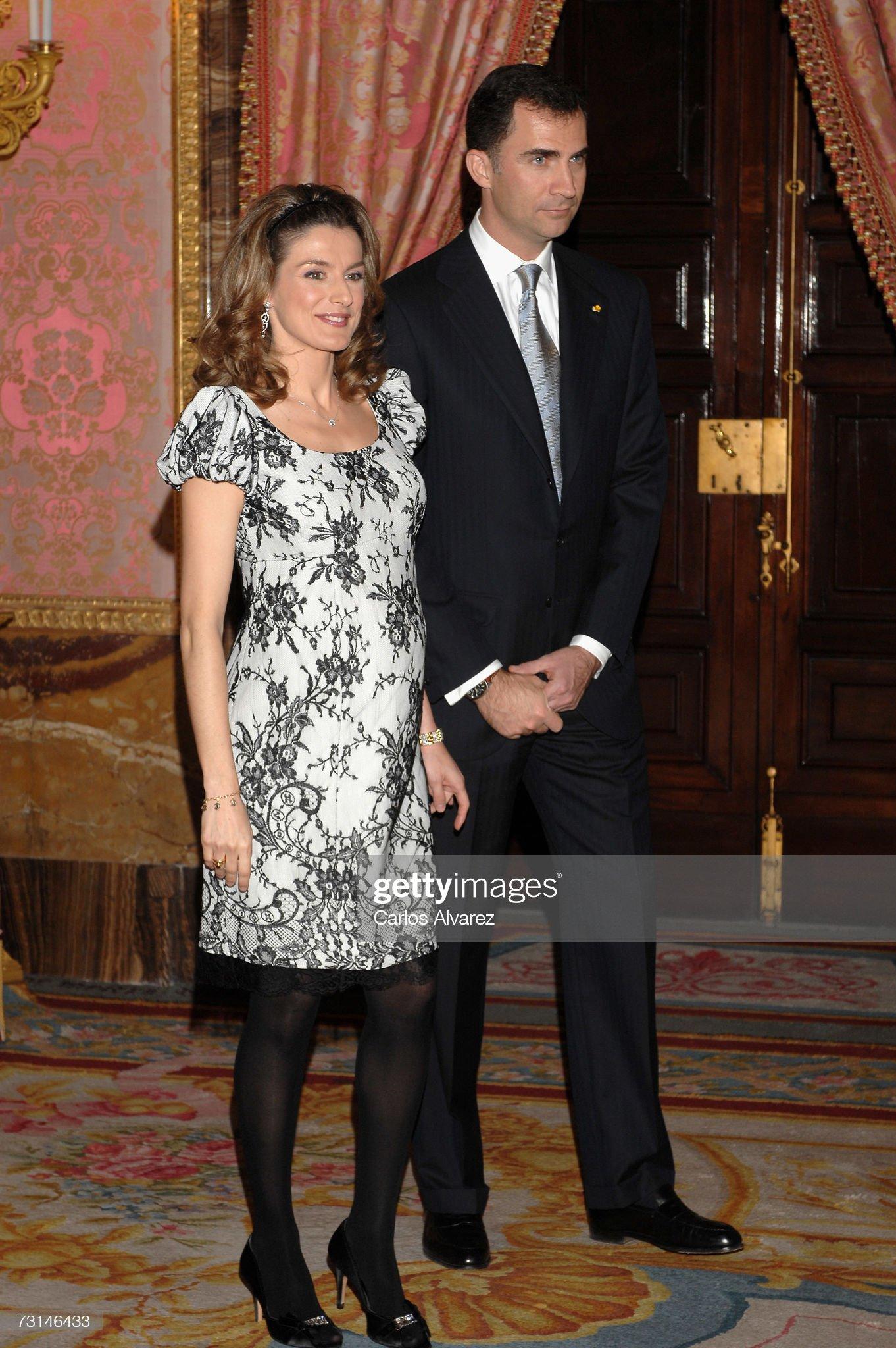 Вечерние наряды Королевы Летиции Spanish Royals Receive Mexican President Felipe Calderon : News Photo