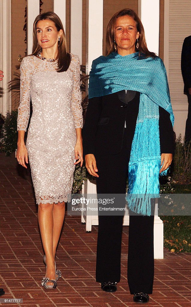 Princess Letizia and Mexico's First Lady Margarita Zabala pose before dinner at Governor Residence on October 5, 2009 in Albuquerque, New Mexico. The Spanish Royals were in town to commemorate Santa Fe, New Mexico's 400th Anniversary.