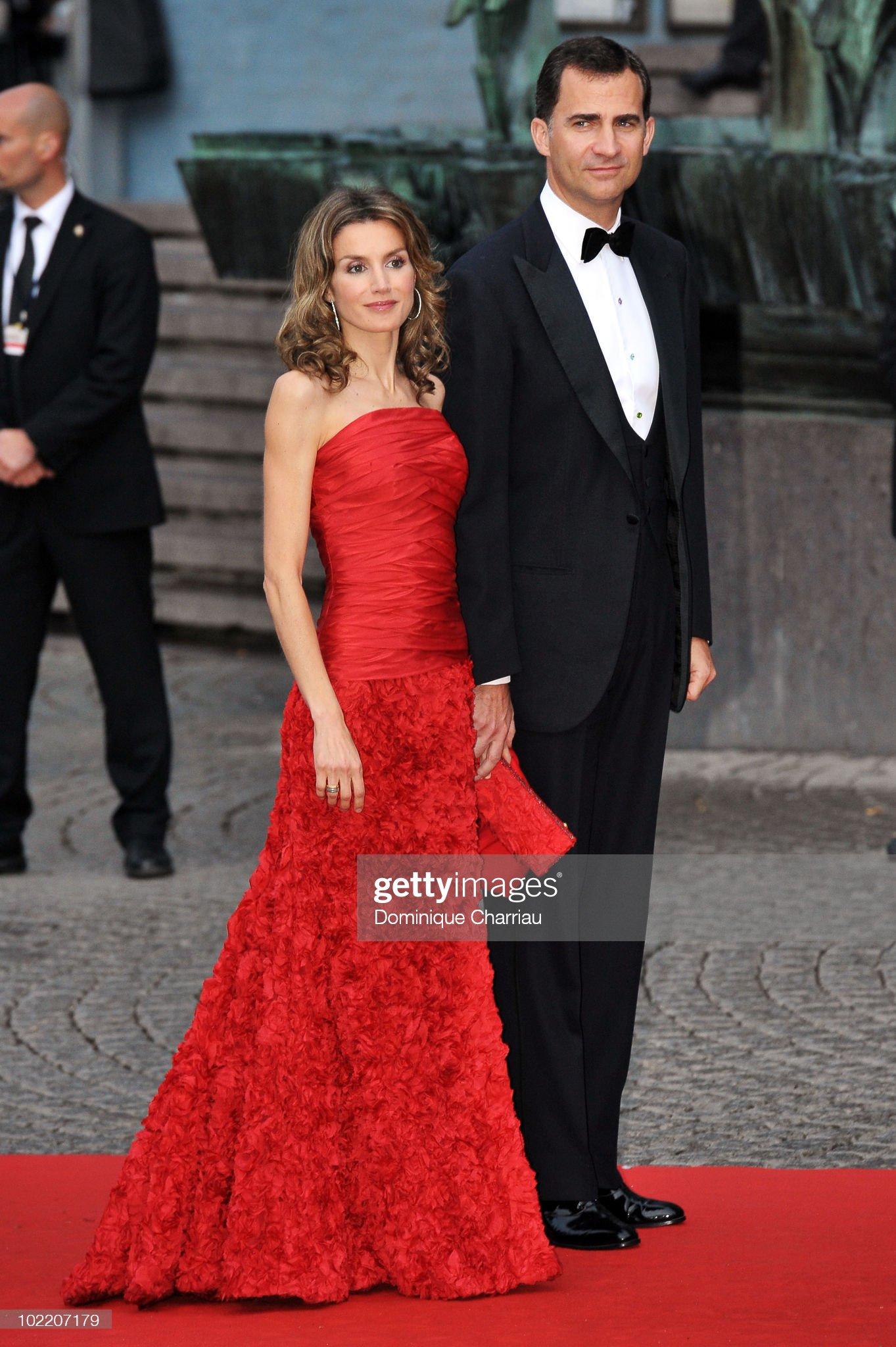Вечерние наряды Королевы Летиции Crown Princess Victoria And Daniel Westling Wedding - Gala Performance - Arrivals : News Photo