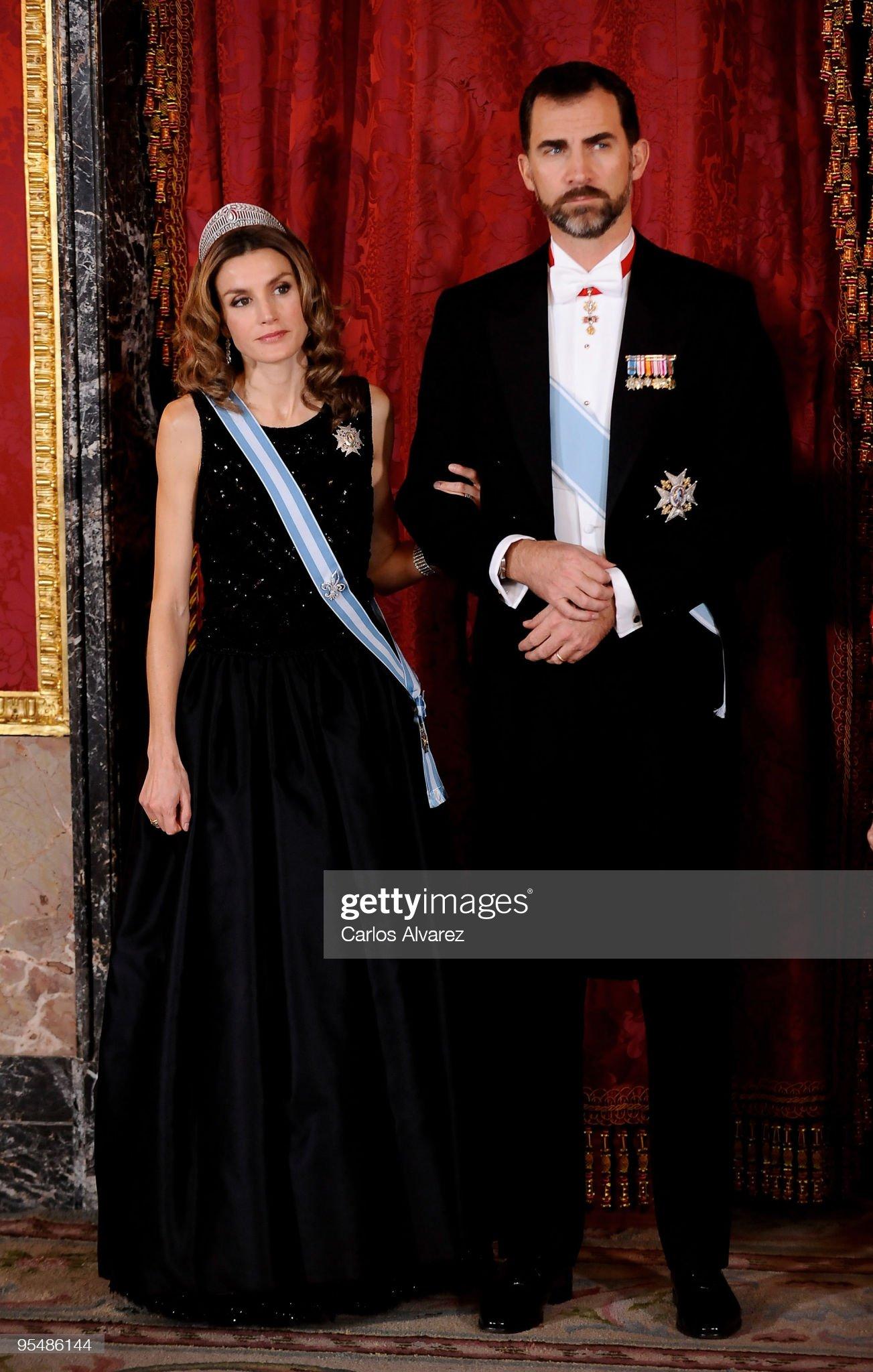Вечерние наряды Королевы Летиции Spanish Royals Host Gala Dinner In Honour Of The President Of Vietnam : News Photo