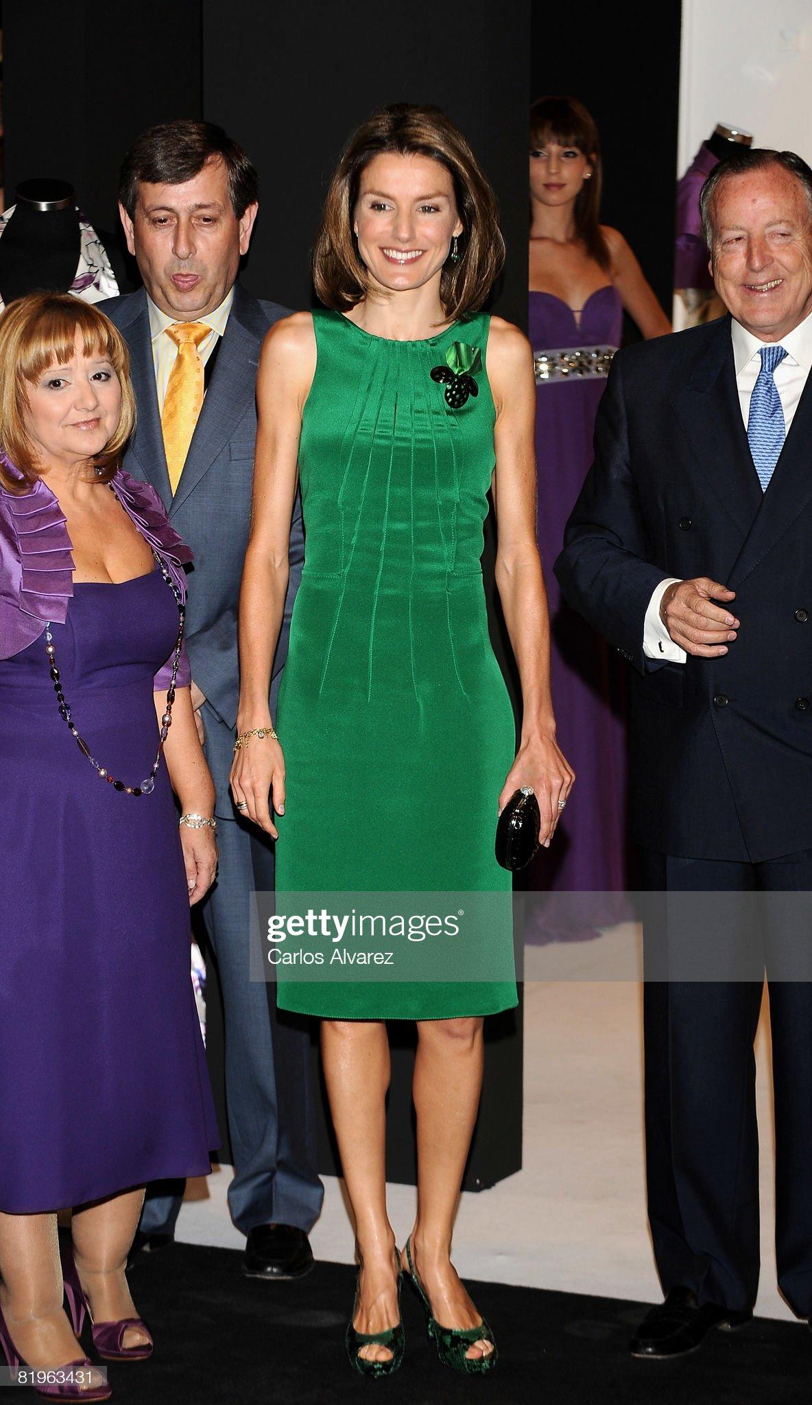 Вечерние наряды Королевы Летиции Princess Letizia Attends 60th SIMM Opening : News Photo
