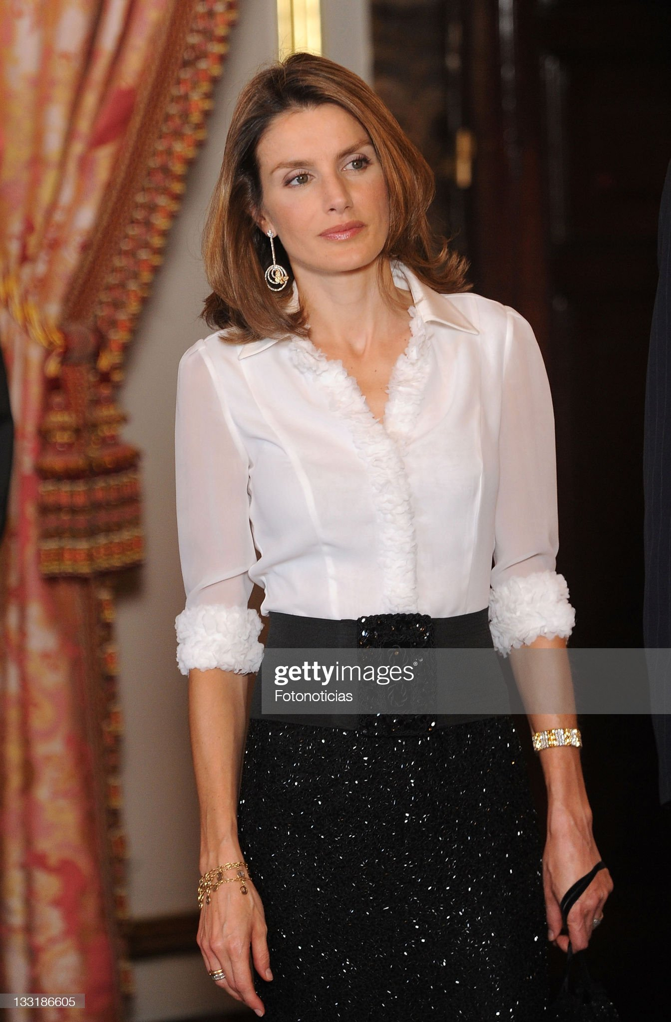 Вечерние наряды Королевы Летиции Spanish Royals Host Gala Dinner Honoring Costa Rica President : News Photo